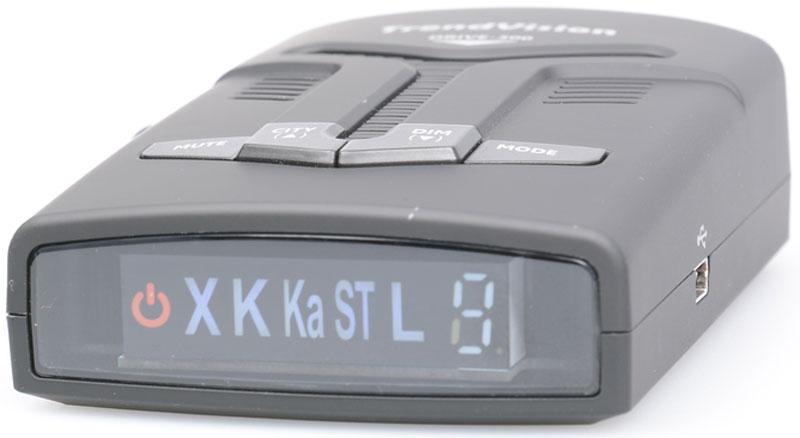 TrendVision Drive-300 радар-детекторd300Радар-детектор TrendVision Drive 300 предназначен для заблаговременного предупреждения о приближении к радарам и камерам как на трассе, так и на дорогах города. Устройство оснащено ярким и контрастным символьным дисплеем, и громким динами-ком, что позволит вам использовать устройство, не отвлекаясь от управления транспортным средством.Широкий выбор функций, позволит настроить устройство как вам удобно. Устройство с легкостью крепится к лобовому стеклу с помощью крепления на присосках и не мешает обзору при управлении автомобилем.Корпус устройства выполнен в сдержанном, стиле. TrendVision Drive 300 спроектирован для того, чтобы оставаться незаметным в вашем авто. TrendVision Drive отлично впишется в интерьер любого автомобиля.TrendVision Drive 300 это чувствительность и непревзойдённая помехозащищённость. Чувствительность можно выбрать как вручную, так и установить уникальный режим ЭКСТРА.TrendVision Drive 300 управляется при помощи кнопок расположенных сверху на устройстве. Кнопки разработаны таим образом, чтобы идеально сочетаться с дизайном устройства и с течением времени не начать залипать. Клавиши имеют информативное и нестираемое покрытие с обозначением.Функция звукового оповещения делает пользование TrendVision Drive более удобным. Звуковое сопровождение необходимо для управления автомобилем без отвлечения от процесса вождения. При настройке радар детектор Drive 300 будет оповещать вас голосовыми подсказками.