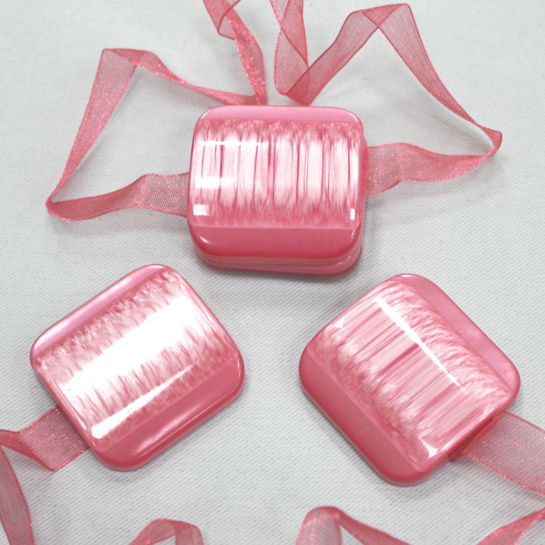 Клипса-магнит для штор TexRepublic Lenta, цвет: розовый, 2 шт79032Клипса-магнит TexRepublic Lenta, изготовленная из пластика, предназначена для придания формы шторам. Изделие представляет собой два магнита, расположенные на текстильной ленте. С помощью такой магнитной клипсы можно зафиксировать портьеры, придать им требуемое положение, сделать складки симметричными или приблизить портьеры, скрепить их. Клипсы для штор являются универсальным изделием, которое превосходно подойдет как для штор в детской комнате, так и для штор в гостиной. Следует отметить, что клипсы для штор выполняют не только практическую функцию, но также являются одной из основных деталей декора этого изделия, которая придает шторам восхитительный, стильный внешний вид.В комплекте 2 клипсы.