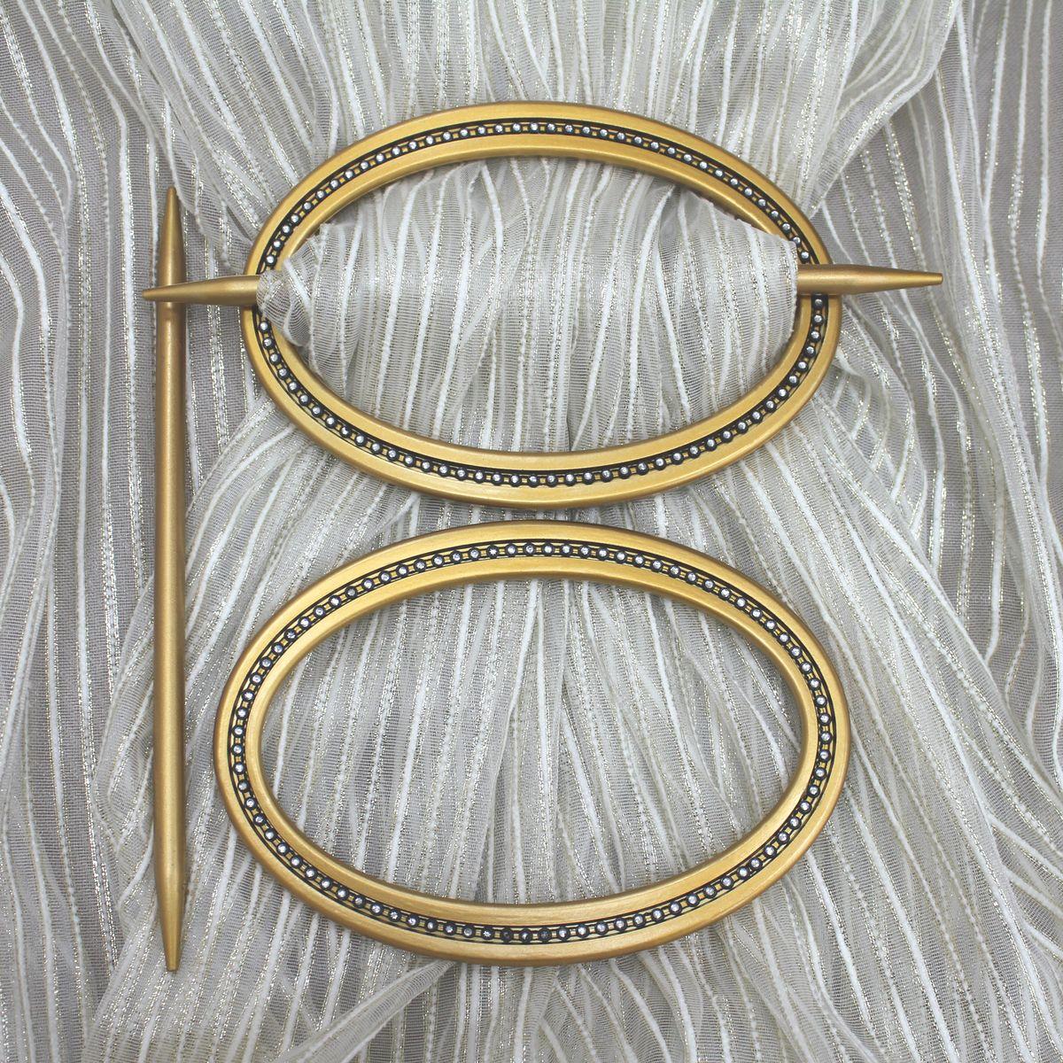 Заколка для штор TexRepublic Oval, цвет: золотистый, 2 шт. MI C6-279037Кольцо декоративное для штор TexRepublic Oval - красивая и стильная заколка, удерживающая шторы. Заколка выполненная извысококачественного пластика, предназначена дляфиксации штор или для формирования декоративных складокна ткани. С ее помощью можно зафиксироватьшторы или скрепить их, придать им требуемоеположение, сделать симметричные складки.Заколка для штор является универсальнымизделием, которое превосходно подойдет длялюбых видов штор. Изделие придаст шторамвосхитительный, стильный внешний вид и добавитуют в интерьер помещения.В комплекте 2 заколки.