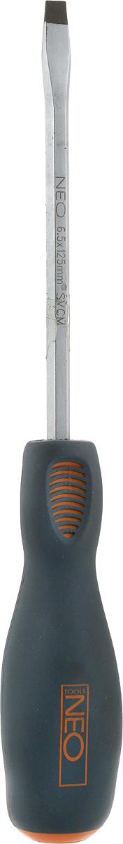 Отвертка плоская Neo, цвет: серый, 6,5 x 125 мм. 04-01904-019Отвертка плоская Neo имеет мягкую на ощупь ручку, что делает работу с инструментом комфортной и дает надежный контроль. Хромовое покрытиестержня для защиты от коррозии.Длина отвертки: 12,5 см.Длина ручки: 11,5 см.Ширина жала: 6,5 мм.