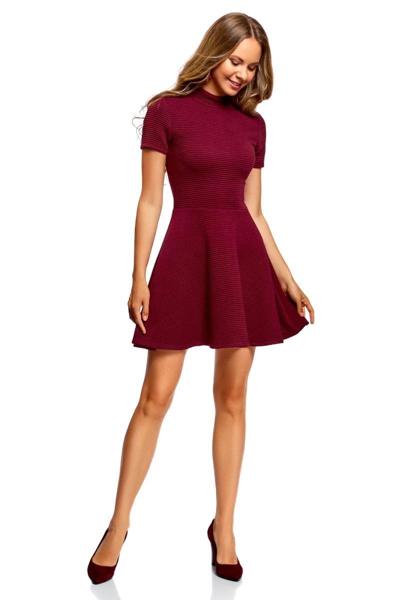 Платье oodji Ultra, цвет: бордовый. 14011021/46895/4900N. Размер XXS (40)14011021/46895/4900NПлатье от oodji выполнено из фактурной ткани. Модель с короткими рукавами, воротником-стойкой и расклешенной юбкой на спинке застегивается на потайную застежку-молнию.