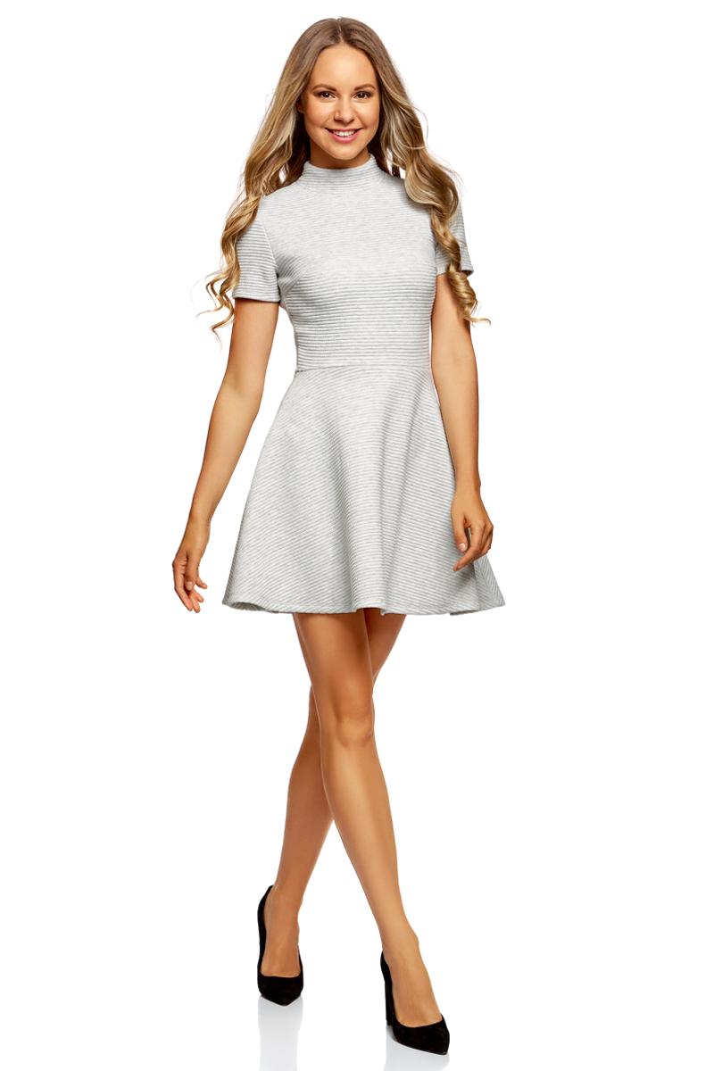 Платье oodji Ultra, цвет: светло-серый меланж. 14011021/46895/2000M. Размер XL (50)14011021/46895/2000MПлатье от oodji выполнено из фактурной ткани. Модель с короткими рукавами, воротником-стойкой и расклешенной юбкой на спинке застегивается на потайную застежку-молнию.