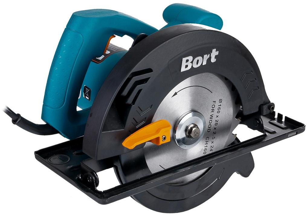 Пила дисковая Bort BHK-185U, цвет: синий, черныйBHK-185UПила циркулярная Bort BHK-185U имеет большую мощность, глубину пропила (64 мм) и диаметр диска (185 мм). Данная модель подойдет для более сложных работ с деревом и другими разрешенными поверхностями. Связь привода с валом шпинделя выполнена посредством простейшей двухшестеренчатой передачи. Несмотря на то, что циркулярку в некоторых работах могут заменить лобзики и даже цепные пилы, циркулярные пилы имеют ряд преимуществ — это ровные быстрые пилы и возможность распускать древесину на заготовки. Инструмент стабильно работает от стандартной электросети с напряжением 220 В.Глубина пропила под углом 90°: 64 мм.Глубина пропила под углом 45°: 40 мм.