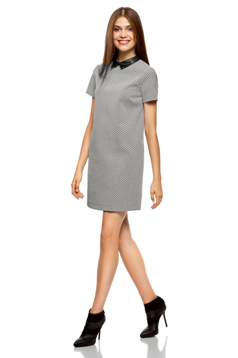 Платье oodji Ultra, цвет: черный, белый. 12C01001/45868/2912G. Размер 36-170 (42-170)12C01001/45868/2912GСтильное платье от oodji выполнено из эластичного хлопкового трикотажа. Модель прямого силуэта с короткими рукавами и воротничком из искусственной кожи на спинке застегивается на молнию.