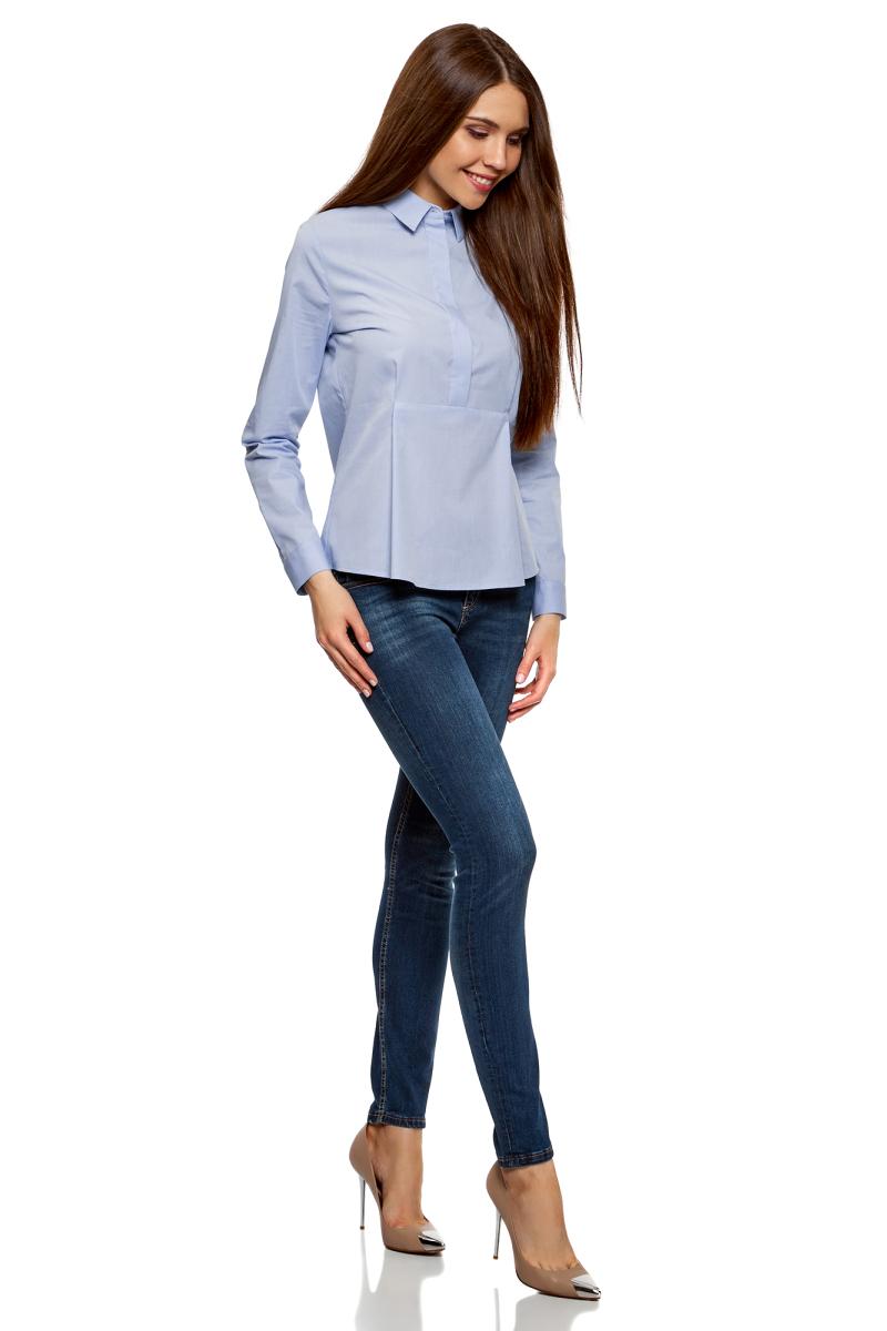 Блузка женская oodji Ultra, цвет: голубой. 11411174/26468/7500N. Размер 34-170 (40-170)11411174/26468/7500NЖенская блузка от oodji выполнена из натурального хлопка. Модель с длинными рукавами и отложным воротником до середины застегивается на пуговицы, скрытые под планкой.