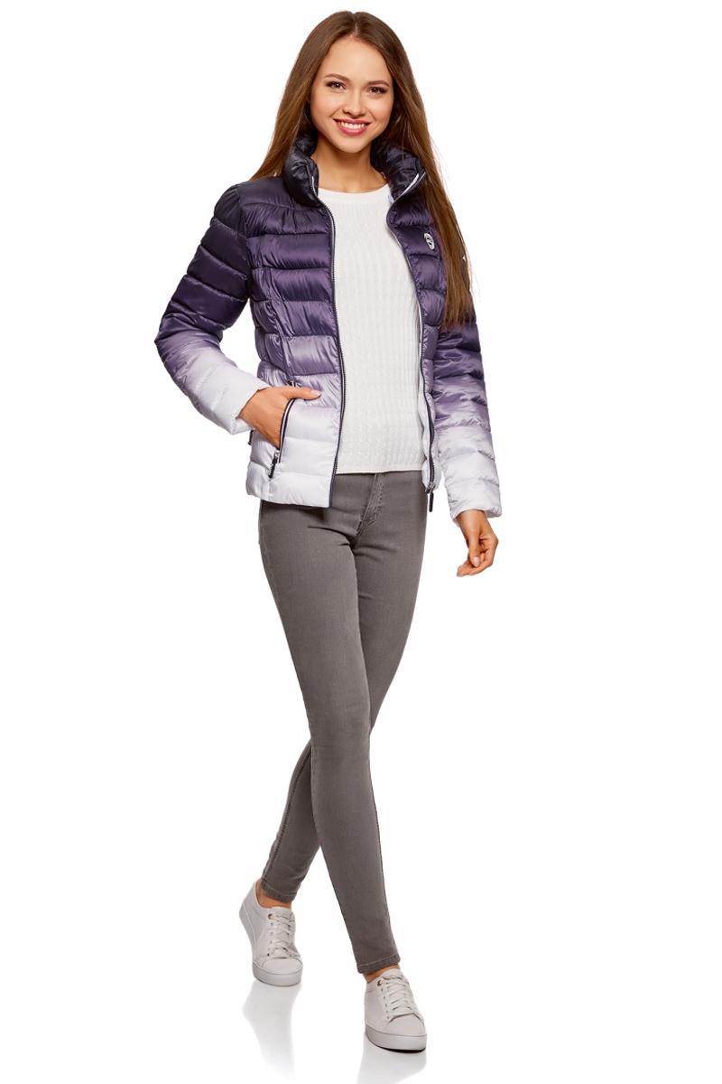 Куртка женская oodji Ultra, цвет: темно-фиолетовый, белый. 10203070/46708/8810O. Размер 36-170 (42-170)10203070/46708/8810OСтеганая куртка от oodji с высоким воротом оформлена градиентом. Надежно застегивается на молнию. Утепленная куртка сшита из непромокаемой ткани и будет незаменима в дождливую и ветреную погоду. Высокий воротник прекрасно защищает от ветра и не стесняет движений. По бокам модель дополнена карманами на молниях.