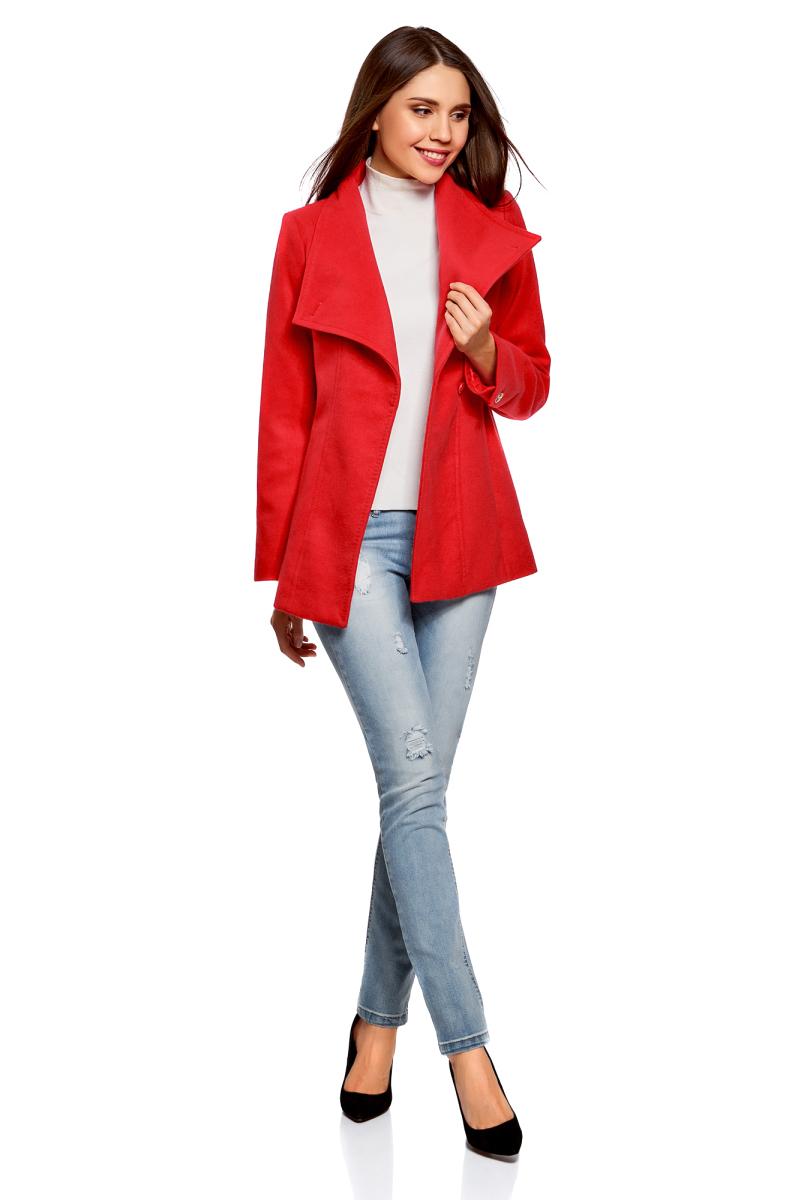 Пальто женское oodji Ultra, цвет: красный. 10104041-2/43442/4500N. Размер 44-170 (50-170)10104041-2/43442/4500NЭлегантное укороченное пальто с высоким воротником-стойкой и асимметричной застежкой на одну пуговицу. Модель приталенного силуэта, линию талии красиво подчеркивает пояс из той же ткани, что и само пальто. Пальто с высоким воротом прекрасно подходит для прохладной погоды, надежно защищает горло и грудь от холода. Пальто органично впишется в деловой и повседневный гардероб. В нем можно пойти на работу, деловую встречу, любое неофициальное мероприятие. Это пальто незаменимо, если вы хотите создать элегантный и одновременно сдержанный образ. Пальто хорошо смотрится в сочетании с брюками, джинсами. А надев его с обувью на высоком каблуке и прямой юбкой, вы получите красивый женственный комплект. Эффектное пальто на каждый для стильных образов!