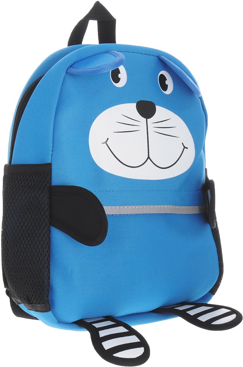 Феникс+ Рюкзак дошкольный Голубой кот44617Дошкольный рюкзак Феникс+ Голубой кот обязательно пригодится вашему ребенку! Он может взять его с собой на прогулку, в гости или в детский сад.Выполнен рюкзак из износоустойчивой ткани, что позволяет ему надежно служить долгое время. Лицевая сторона изделия выполнена в виде кота и дополнена карманом на застежке-молнии.Содержит рюкзак одно отделение, закрывающееся на молнию. По бокам данной модели находятся два открытых сетчатых кармашка.Рюкзак оснащен регулируемыми по длине плечевыми лямками и дополнен текстильной ручкой для переноски. Эргономичная спинка из вентилируемого материала гарантирует максимальный комфорт. Светоотражающие элементы не оставят незамеченным вашего ребенка в темное время суток.Рюкзак Голубой кот порадует глаз и подарит отличное настроение вашему ребенку, который будет с удовольствием носить в нем свои вещи или любимые игрушки.