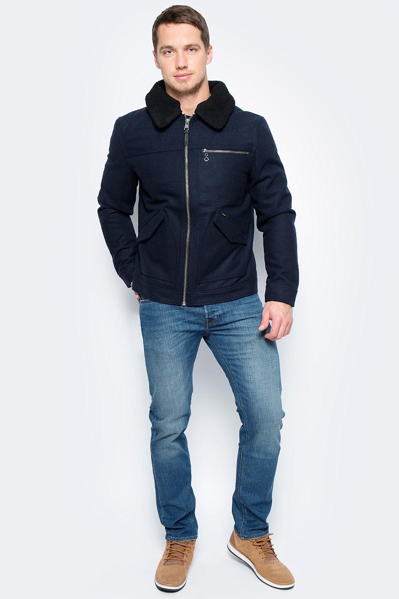 Куртка мужская Lee, цвет: темно-синий. L89NVOHY. Размер XXL (54)L89NVOHYМужская куртка Lee, выполненная из высококачественного материала на основе шерсти, отлично подойдет для прохладной погоды и поможет создать стильный образ. Модель прямого кроя с отложным воротником застегивается на молнию с внутренней ветрозащитной планкой и дополнена двумя накладными карманами с клапанами и прорезным карманом на молнии. Съемная отделка воротника крепится при помощи кнопок.