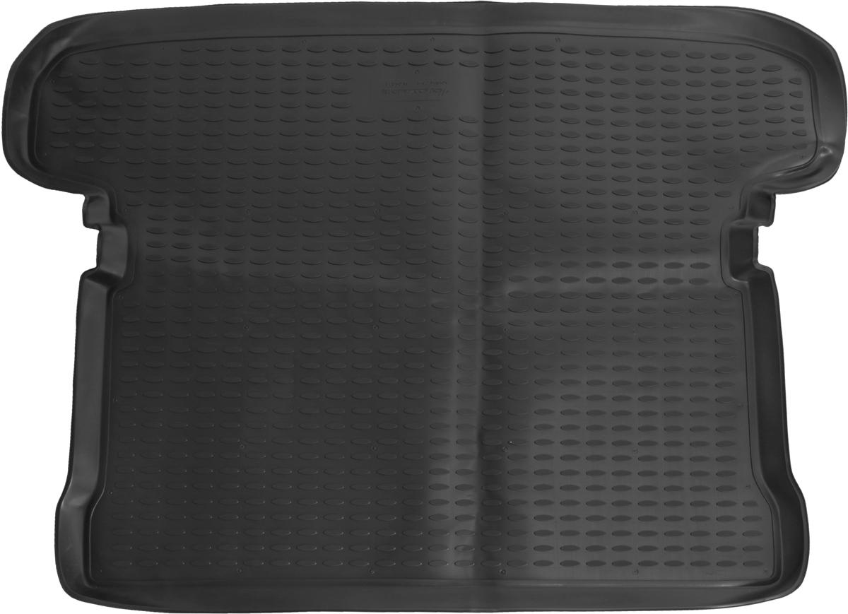 Коврик автомобильный Novline-Autofamily для Mitsubishi Pajero III 5D / IV 5D внедорожник 1999-, в багажник. NLC.35.05.B13NLC.35.05.B13Автомобильный коврик Novline-Autofamily, изготовленный из полиуретана, позволит вам без особых усилий содержать в чистоте багажный отсек вашего авто и при этом перевозить в нем абсолютно любые грузы. Этот модельный коврик идеально подойдет по размерам багажнику вашего автомобиля. Такой автомобильный коврик гарантированно защитит багажник от грязи, мусора и пыли, которые постоянно скапливаются в этом отсеке. А кроме того, поддон не пропускает влагу. Все это надолго убережет важную часть кузова от износа. Коврик в багажнике сильно упростит для вас уборку. Согласитесь, гораздо проще достать и почистить один коврик, нежели весь багажный отсек. Тем более, что поддон достаточно просто вынимается и вставляется обратно. Мыть коврик для багажника из полиуретана можно любыми чистящими средствами или просто водой. При этом много времени у вас уборка не отнимет, ведь полиуретан устойчив к загрязнениям.Если вам приходится перевозить в багажнике тяжелые грузы, за сохранность коврика можете не беспокоиться. Он сделан из прочного материала, который не деформируется при механических нагрузках и устойчив даже к экстремальным температурам. А кроме того, коврик для багажника надежно фиксируется и не сдвигается во время поездки, что является дополнительной гарантией сохранности вашего багажа.Коврик имеет форму и размеры, соответствующие модели данного автомобиля.