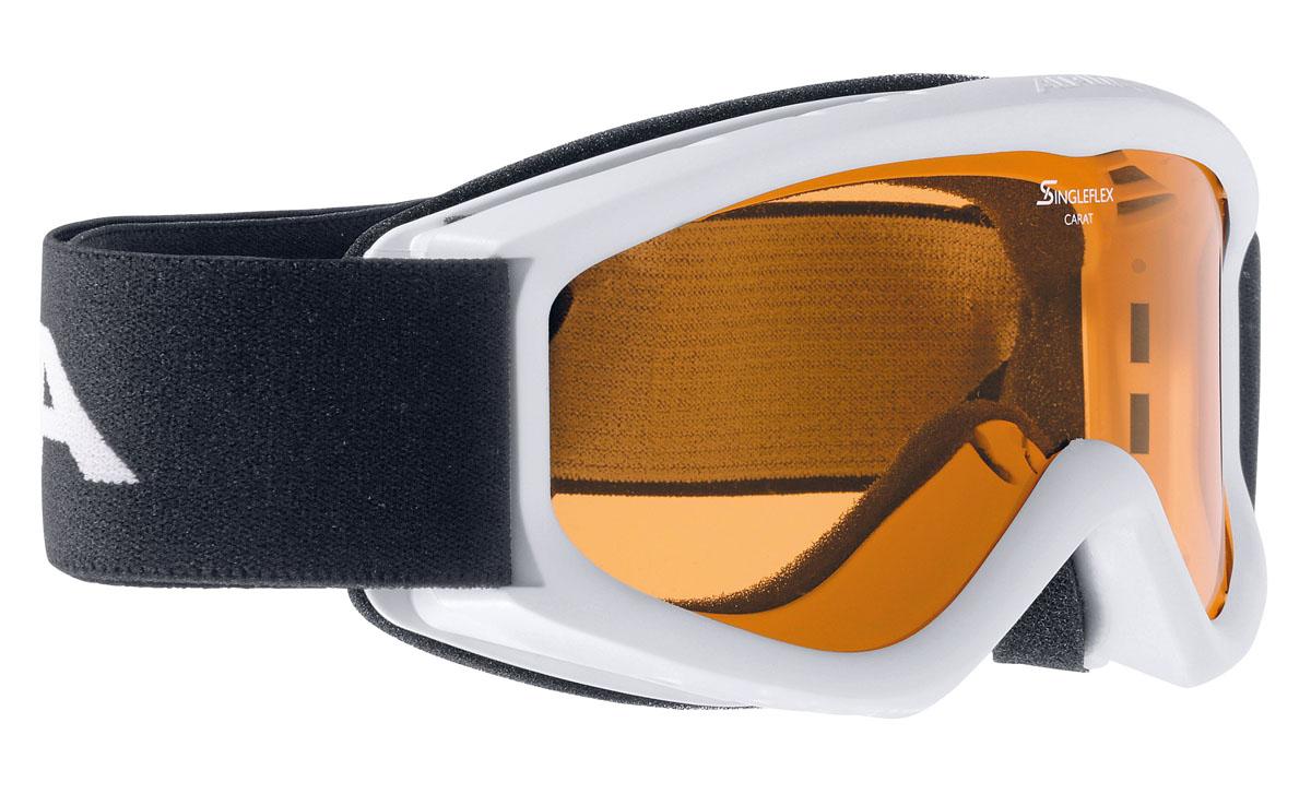 Очки горнолыжные Alpina Carat SH, цвет: черный, белыйA7019411Детская горнолыжная маска Alpina: - однослойная линза высокой контрастности; -100% защита от УФ А-В-С до 400 нм;-антифог покрытие снижает риск запотевания маски;-по контуру оправы расположены вентиляционные порты, улучшающие циркуляцию воздуха и снижающие риск запотевания маски; -категория защиты линз: 1 категория.