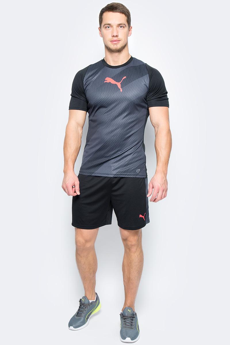 Футболка мужская Puma ftblTRG Graphic Shirt, цвет: серый, черный. 65535503. Размер M (46/48)65535503Модель декорирована логотипом Puma, нанесенным на правую сторону груди методом термопечати. Она изготовлена с использованием высокофункциональной технологии DryCell, которая отводит влагу, поддерживает тело сухим и гарантирует комфорт во время активных тренировок и занятий спортом. Фасон в обтяжку по фигуре оживляется вставками с графическим рисунком. Отделка спины сетчатым материалом обеспечивает отличную вентиляцию и препятствует перегреву.