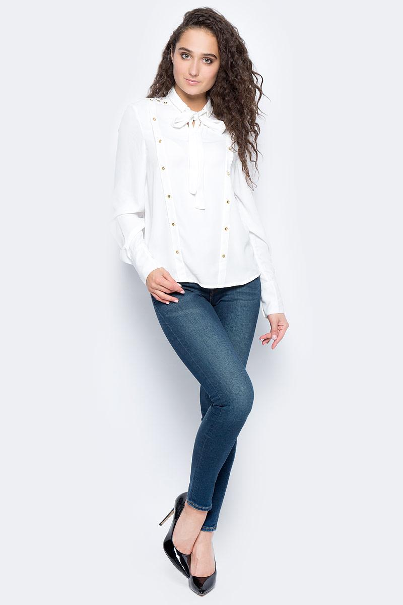 Блузка женская Vero Moda, цвет: белый. 10185897_Snow White. Размер XS (40/42)10185897_Snow WhiteСтильная женская блузка, выполненная из 100% полиэстера, идеально сочетает в себе стиль и комфорт. Модель свободного покроя с длинными рукавами и воротником-стойкой оформлена спереди декоративными люверсами.