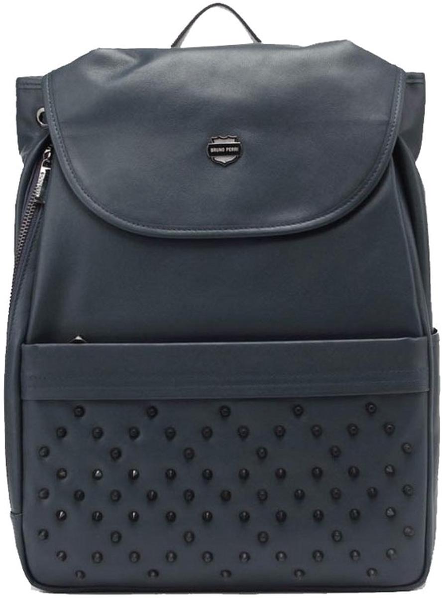 Рюкзак мужской Bruno Perri, цвет: синий. 7252-4/67252-4/6Стильный мужской рюкзак от Bruno Perri выполнен из натуральной кожи, которая имеет мягкую и приятную на ощупь фактуру. Рюкзак имеет одно затягивающееся отделение, закрывающееся клапаном на кнопку и дополнен: накладным карманом на молнии и по бокам небольшими карманами. Рюкзак имеет прочные лямки регулируемой длины и ручку для переноски в руке.