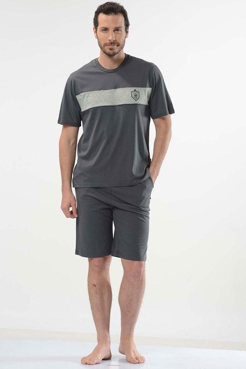 Пижама мужская Cacharel, цвет: зеленый. 2121. Размер S (44/46)2121Пижама мужская Cacharel выполнена из натурального хлопка и состоит из футболки с коротким рукавом, круглым вырезом и шорт свободного кроя на резинке на поясе. На шортах два кармана.