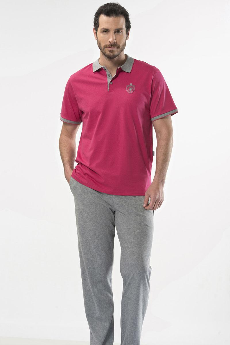 Пижама мужская Cacharel, цвет: розовый. 2140. Размер S (44/46)2140Пижама мужская Cacharel выполнена из натурального хлопка. Пижама состоит из футболки-поло с кротким рукавом и брюк свободного кроя на резинке на поясе, низ штанин без резинки. На брюках два кармана.