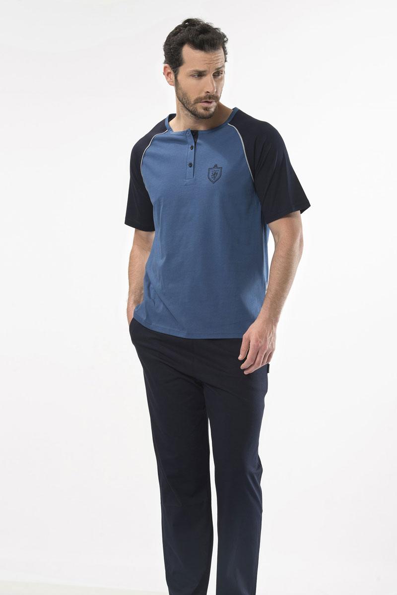 Пижама мужская Cacharel, цвет: синий. 2115. Размер XXL (52/54)2115Пижама мужская Cacharel выполнена из хлопка. Пижама состоит из футболки с коротким рукавом и круглым вырезом горловины на пуговицах и брюк на резинке на поясе, низ штанин без резинки. На брюках два кармана.