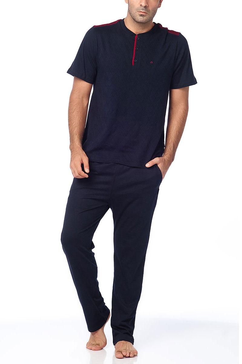 Пижама мужская Cacharel, цвет: темно-синий. 2103. Размер L (48/50)2103Пижама мужская Cacharel выполнена из хлопка. Пижама состоит из футболки с коротким рукавом, округлым вырезом горловины на пуговицах и брюк свободного кроя на резинке на поясе, низ штанин без резинки. На брюках два кармана.