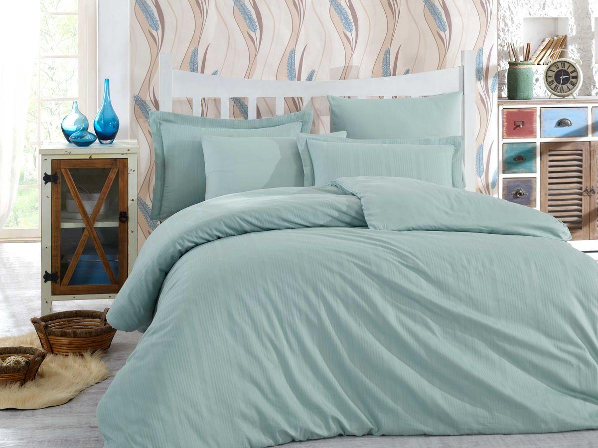 Комплект белья Hobby Home Collection Stripe, евро, наволочки 50x70, 70x70, цвет: минт1501001617Сатиновая ткань обладает исключительными декоративными качествами и превосходно ведет себя в эксплуатации, поэтому относится к премиум-классу. Для производства текстиля используются крученые хлопковые нити, которые отражают свет так же хорошо, как и волокна шелка.Изысканные узоры, напоминающие вышивку, формируются на ткани в процессе производства путем сложных переплетений нитей основы и утка. В результате жаккардовый сатин имеет гладкую, переливающуюся на свету лицевую поверхность и плотную изнанку. Вытканные рисунки смотрятся особенно выразительно за счет рельефности.Преимущества постельного белья из жаккард-сатина:- Способность сохранять первозданный вид после многочисленных стирок при соблюдении рекомендаций по уходу.- Плотная, струящаяся фактура, исключающая появление складок и заломов.- Превосходные терморегулирующие и гигиенические свойства.- Нежные, гладкие поверхности, обеспечивающие приятные тактильные ощущения