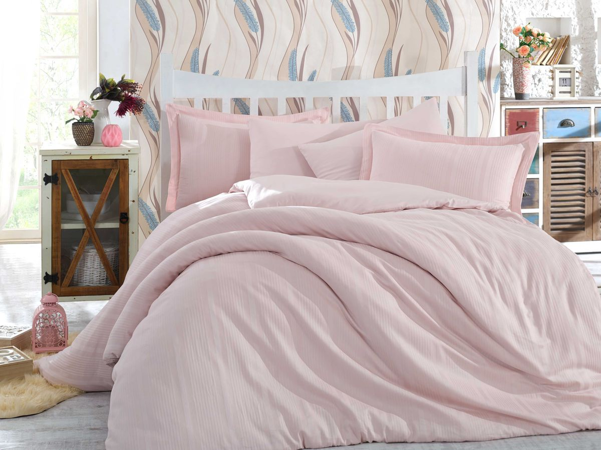 Комплект белья Hobby Home Collection Stripe, семейный, наволочки 50x70, 70x70, цвет: светло-розовый1501001640Сатиновая ткань обладает исключительными декоративными качествами и превосходно ведет себя в эксплуатации, поэтому относится к премиум-классу. Для производства текстиля используются крученые хлопковые нити, которые отражают свет так же хорошо, как и волокна шелка.Изысканные узоры, напоминающие вышивку, формируются на ткани в процессе производства путем сложных переплетений нитей основы и утка. В результате жаккардовый сатин имеет гладкую, переливающуюся на свету лицевую поверхность и плотную изнанку. Вытканные рисунки смотрятся особенно выразительно за счет рельефности.Преимущества постельного белья из жаккард-сатина:- Способность сохранять первозданный вид после многочисленных стирок при соблюдении рекомендаций по уходу.- Плотная, струящаяся фактура, исключающая появление складок и заломов.- Превосходные терморегулирующие и гигиенические свойства.- Нежные, гладкие поверхности, обеспечивающие приятные тактильные ощущения.