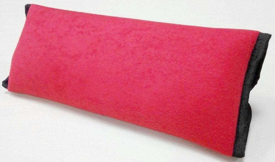 Накладка-подушка на ремень безопасности Auto Premium, цвет: красный. 7715577155Накладка-подушка на ремень безопасности Auto Premium выполнена из мягкого велюра с легкой фиксацией на липучке. Прекрасно подходит не только для длительных переездов, а также будет незаменима для комфортного сна.