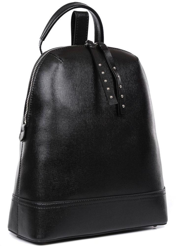 Рюкзак женский Fabretti, цвет: черный. F-20058F-20058 NeroНа протяжении многих сезонов модные дома демонстрировали на подиумах женские рюкзаки и тем самым превратили этот аксессуар в один из главных компонентов городского образа. Женская сумка-рюкзак от итальянского бренда Fabretti, выполненная из натуральной кожи c отделкой сафьяно, воплотила в себе все элементы моднейшего стиля спортивный шик. Классический черный цвет, лаконичная форма и длинные кожаные поводки - все это продемонстрирует окружающим ваше умение выбирать самые актуальные и модные аксессуары.Внутри рюкзака находится одно отделение, которое закрывается на удобную молнию с двумя кожаными поводками. С помощью внутренних отделений вы сможете разместить сотовый телефон, а также мелкие вещи. На тыльной части рюкзака дизайнеры разместили удобное вертикальное отделение на молнии с длинным кожаным поводком. Рюкзак имеет прочные лямки регулируемой длины и ручку для переноски в руке.Рюкзак очень компактен, а благодаря модному исполнению изделие подойдет не только к рваным джинсам, но и добавит нотки игривости в сдержанный деловой костюм.