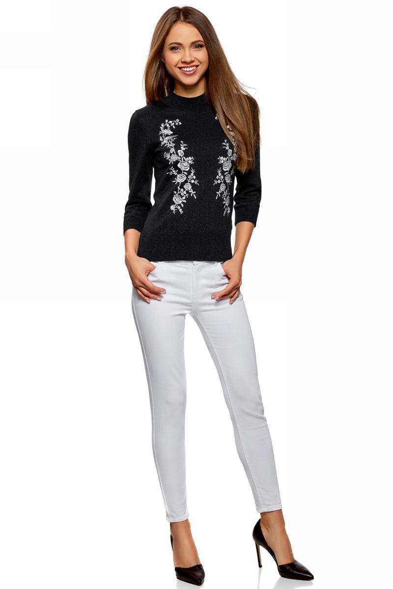 Джемпер женский oodji Ultra, цвет: черный. 63812623/47330/2912P. Размер XS (42)63812623/47330/2912PДжемпер от oodji выполнен из пряжи сложного состава. Модель с рукавами 3/4 и невысоким воротником-стойкой декорирована вышивкой.