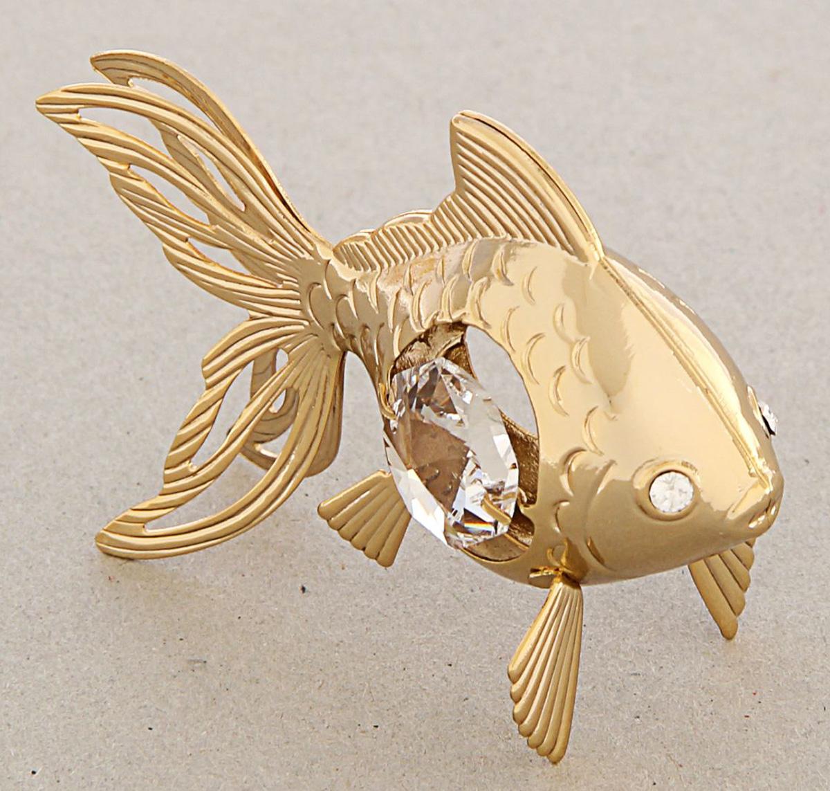Миниатюра Swarovski Elements Золотая рыбка, с кристаллами Сваровски, 6 х 3 х 4,5 см. 12567411256741Сувенирная рыбка станет идеальным подарком близкому человеку и всем любителям эксклюзивных вещей ручной работы. Она символизирует изобилие, богатство и успех. Это символ, связанный со счастьем и сексуальной гармонией.Сувенир украшен стразами Swarovski, которые были признаны специалистами лучшей имитацией бриллиантов. Свет, попадая на кристаллы Swarovski, разбивается на миллион радужных лучей. Это зрелище, бесспорно, оставляет яркое впечатление!