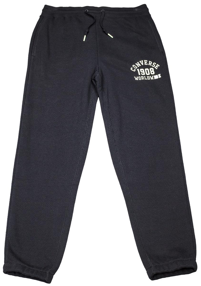 Брюки спортивные мужские Converse 08 Worldwide Jogger, цвет: черный. 10004680001. Размер XL (52)10004680001Удобные мужские спортивные брюки Converse, выполненные из натурального хлопка с добавлением полиэстера, великолепно подойдут для отдыха, повседневной носки, а также для занятий спортом. Модель прямого кроя и средней посадки имеет эластичную резинку на поясе, объем талии регулируется при помощи шнурка, передние боковые карманы.