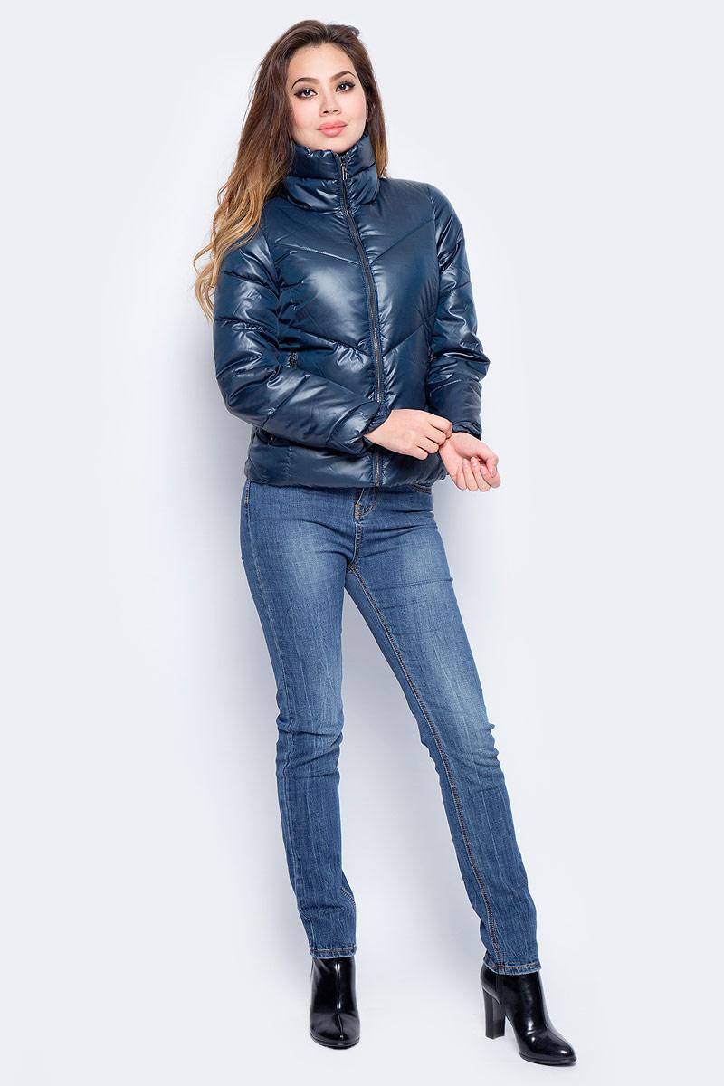 Куртка женская Baon, цвет: синий. B037_Dark Navy. Размер S (44)B037_Dark NavyЖенская куртка Baon изготовлена из водоотталкивающей и ветрозащитной ткани. В качестве утеплителя используются полиэстер. Укороченная модель с воротником-стойкой застегивается на застежку-молнию. Спереди расположены два прорезных кармана на молниях.