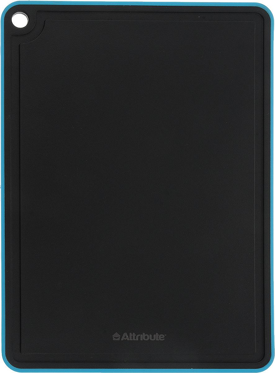 Доска разделочная Attribute Black, цвет: черный, голубой, 29 х 20 смAPB029_черный, голубойРазделочная доска Attribute Black прекрасно подходит для разделки всех видов пищевых продуктов. Изготовлена изпластика и силикона. По краю изделия предусмотрена канавка, благодаря которой сок от продуктов не попадает при резке на столешницу. Изделие оснащено отверстием для подвешивания на крючок.Можно мыть в посудомоечной машине.