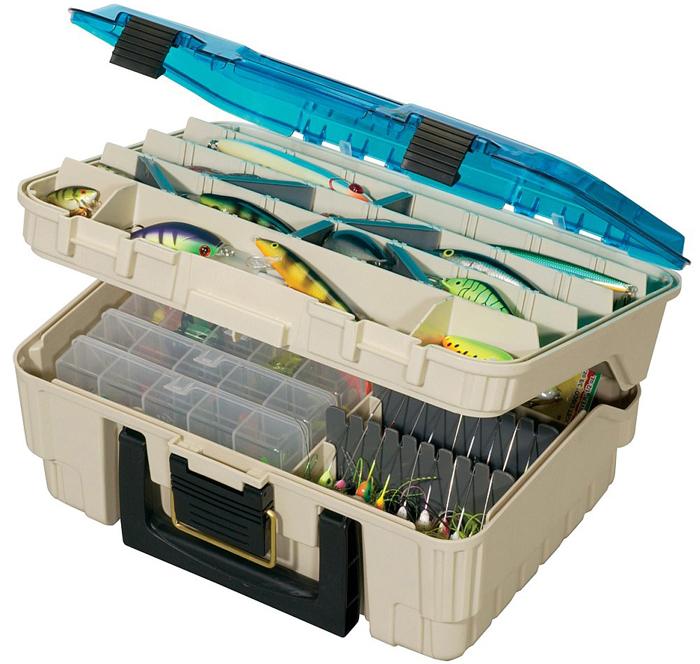 Ящик рыболовный Plano, двухуровневый, с крышкой, цвет: серый1155-02Ящик Plano - двухуровневый ящик для приманок. Двухуровневые клипсы-замки. Противоударная прозрачная верхняя крышка. Выполнен из высокопрочного легкого и безопасного пластика, с фурнитурой из нержавеющей латуни и предназначен для длительного хранения и транспортировки рыболовных снастей (в том числе и для силиконовых приманок).Размеры: 428 х 127 х 304 мм.
