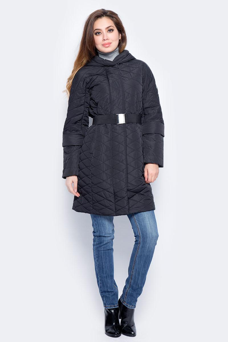 Куртка женская Baon, цвет: черный. B037538_Black. Размер XL (50)B037538_BlackУдлиненная стеганая куртка Baon выполнена из прочного материала. Наполнитель - полиэстер. Модель с несъемным капюшоном застегивается на застежку-молнию и кнопки. Изделие дополнено двумя втачными карманами на молниях. На талии предусмотрен пояс-резинка с металлической пряжкой. Такая куртка займет достойное место в вашем гардеробе.