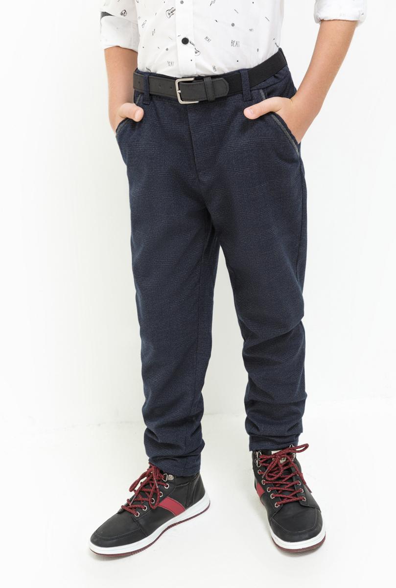 Брюки для мальчика Acoola Rocket, цвет: темно-синий. 20110160126. Размер 13420110160126Стильные утепленные брюки для мальчика Acoola идеально подойдут вашему моднику. Изделие выполнено из качественного материала. Модель застегивается на комбинированную застежку. На поясе предусмотрены шлевки для ремня. Такие брюки займут достойное место в гардеробе вашего ребенка.