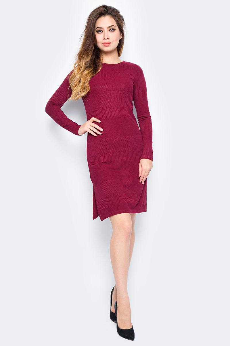 Платье женское Baon, цвет: бордовый. B457555_Arum. Размер XS (42)B457555_ArumСтильное платье Baon выполнено из вязаного трикотажа. Модель облегающего кроя с длинными рукавами и круглым вырезом горловины. Изделие дополнено боковым разрезом. Платье подчеркнет все достоинства вашей фигуры и прекрасно дополнит ваш гардероб.
