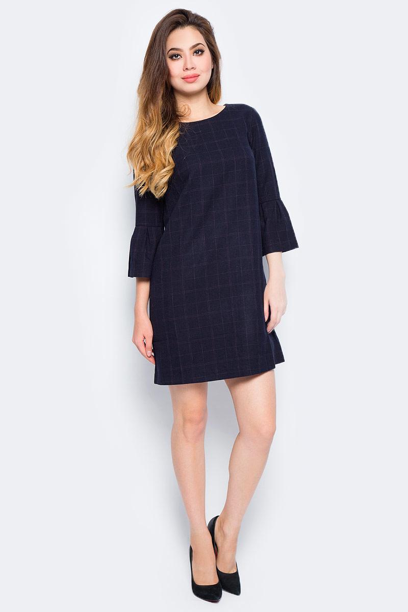 Платье Baon, цвет: синий. B457545_Dark Navy Checked. Размер XL (50)B457545_Dark Navy CheckedМодное платье от Baon выполнено из плотного материала в клетку с подкладкой из полиэстера. Модель прямого кроя с круглым вырезом горловины и рукавами длиной 3/4. На спинке изделие застегивается на молнию. Рукава оформлены широкими воланами.