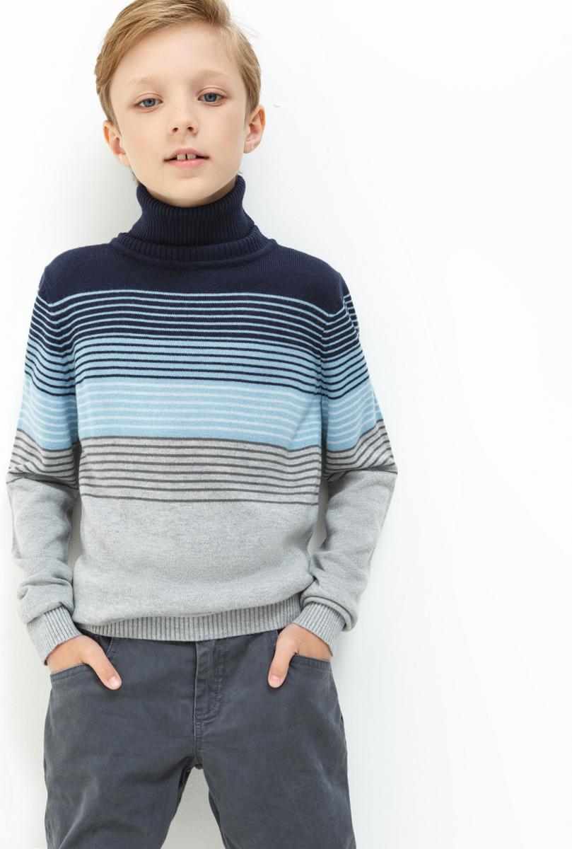 Свитер для мальчика Acoola Subaru, цвет: серый. 20110310047. Размер 16420110310047Свитер для мальчика Acoola выполнен из качественного материала. Модель с воротником гольф и длинными рукавами.