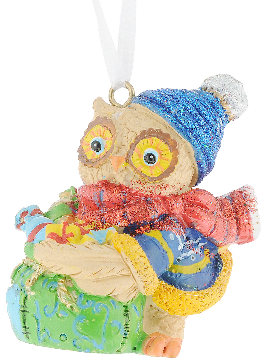 Украшение новогоднее подвесное Magic Time Совушка и мешок с подарками. 7561575615Новогоднее украшение Совушка и мешок с подарками выполнено из полирезина. С помощью специальной текстильной петельки украшение можно повесить в любом понравившемся вам месте. Но, конечно, удачнее всего такая игрушка будет смотреться на праздничной елке. Размер: 5 x 3,5 x 5,7 см.