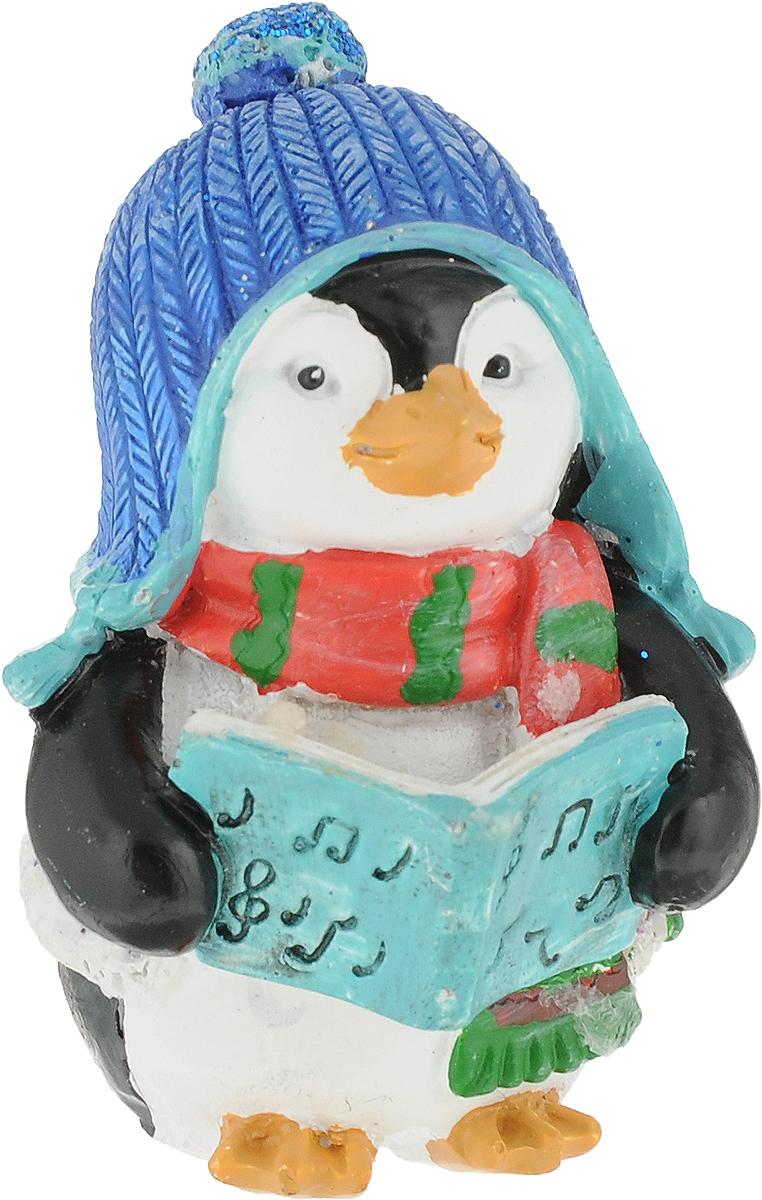 Украшение новогоднее на прищепке Magic Time Пингвин в шапке. 7560075600Новогоднее украшение Пингвин в шапке выполнено из полирезина. Украшение можно поставить в любом понравившемся вам месте. Размер: 4 x 4 x 5,5 см.