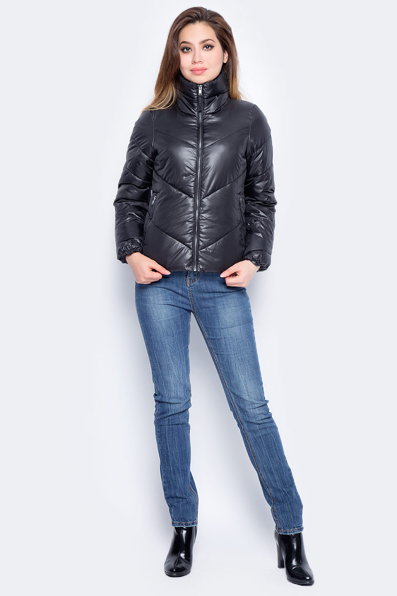 Куртка женская Baon, цвет: черный. B037_Black. Размер S (44)B037_BlackЖенская куртка Baon изготовлена из водоотталкивающей и ветрозащитной ткани. В качестве утеплителя используются полиэстер. Укороченная модель с воротником-стойкой застегивается на застежку-молнию. Спереди расположены два прорезных кармана на молниях.