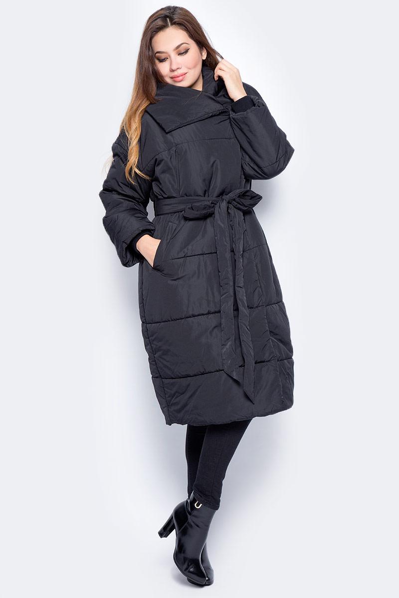 Куртка женская Baon, цвет: черный. B037544_Black. Размер M (46)B037544_BlackУдлиненная женская куртка Baon выполнена из прочного материала. Наполнитель - полиэстер. Модель с объемным отложным воротником застегивается на застежку-молнию и пуговицу. Изделие дополнено двумя втачными карманами. Линия талии подчеркнута поясом. Такая куртка займет достойное место в вашем гардеробе.