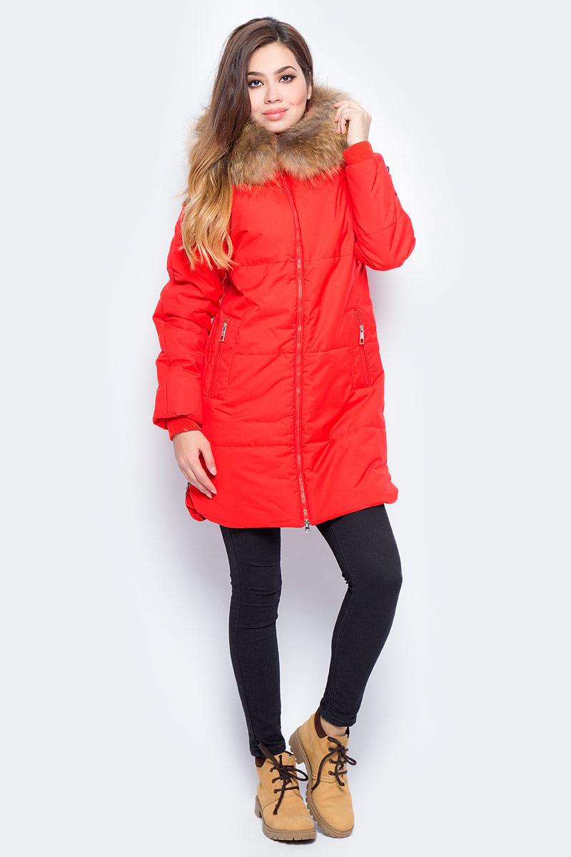 Куртка женская Baon, цвет: красный. B037516_Light Red. Размер S (44)B037516_Light RedУтепленная женская куртка Baon выполнена из непромокаемого полиэстера. Модель с капюшоном застегивается на застежку-молнию. Капюшон оформлен натуральным мехом енота. Изделие дополнено двумя втачными карманами на кнопках. По бокам предусмотрены разрезы также на застежках-молниях.