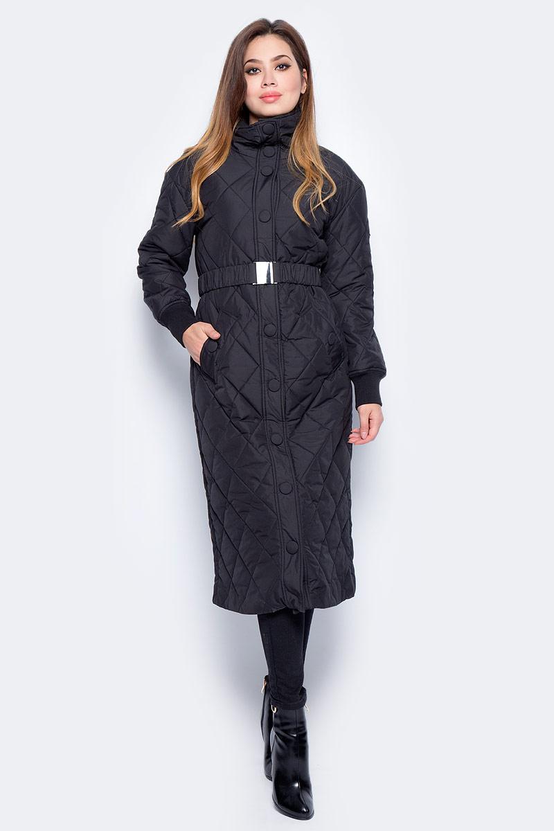 Куртка женская Baon, цвет: черный. B037546_Black. Размер M (46)B037546_BlackУдлиненная стеганая куртка Baon выполнена из прочного материала. Наполнитель - полиэстер. Модель с воротником-стойкой застегивается на застежку-молнию и кнопки. Рукава оснащены трикотажными манжетами. Изделие дополнено двумя втачными карманами и поясом-резинкой с металлической пряжкой. Такая куртка займет достойное место в вашем гардеробе.
