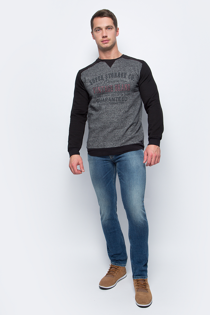 Свитшот мужской Baon, цвет: черный, серый. B617508_Black. Размер XL (52)B617508_BlackМужской свитшот от Baon выполнен из полиэстера с хлопком. Модель с круглым вырезом горловины и длинными рукавами на груди оформлена текстовым принтом. Такой свитшот поможет создать модный образ в стиле casual.