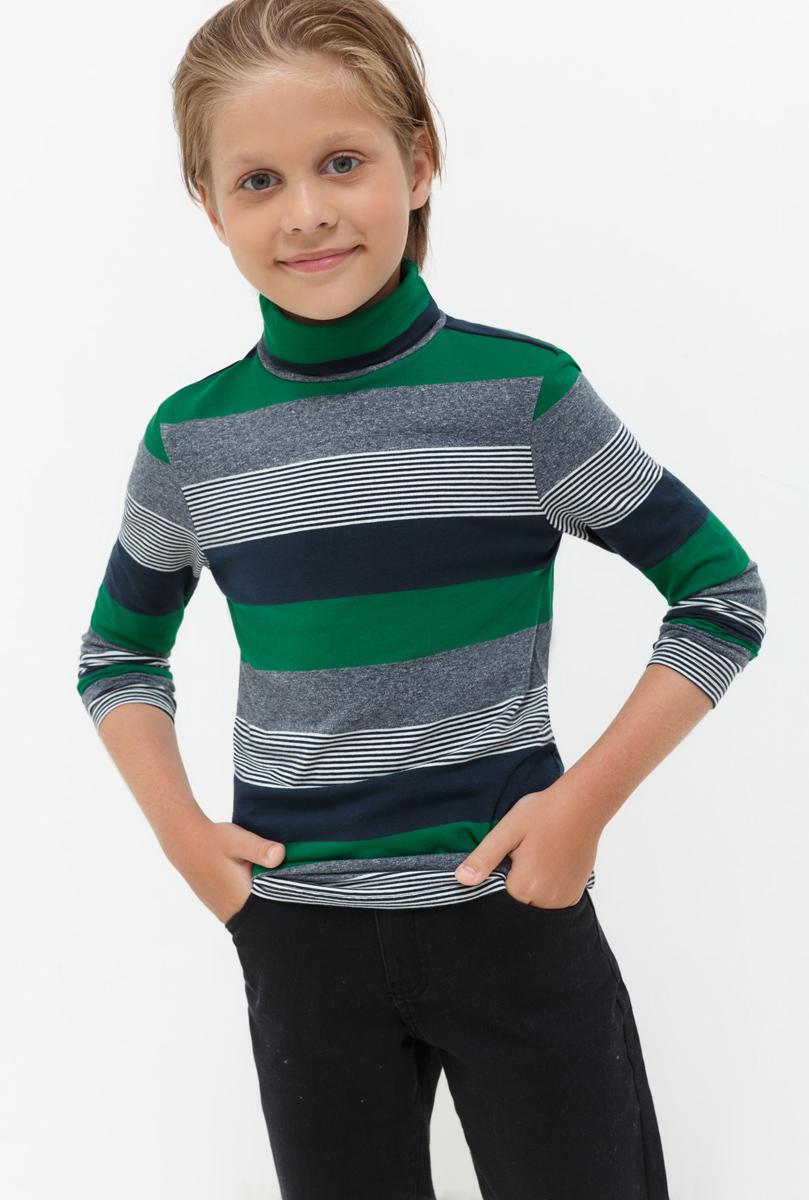 Водолазка для мальчика Acoola Nachos, цвет: зеленый, серый, синий. 20110100092. Размер 15820110100092Водолазка для мальчика Acoola выполнена из хлопка и эластана. Модель с воротником гольф и длинными рукавами.