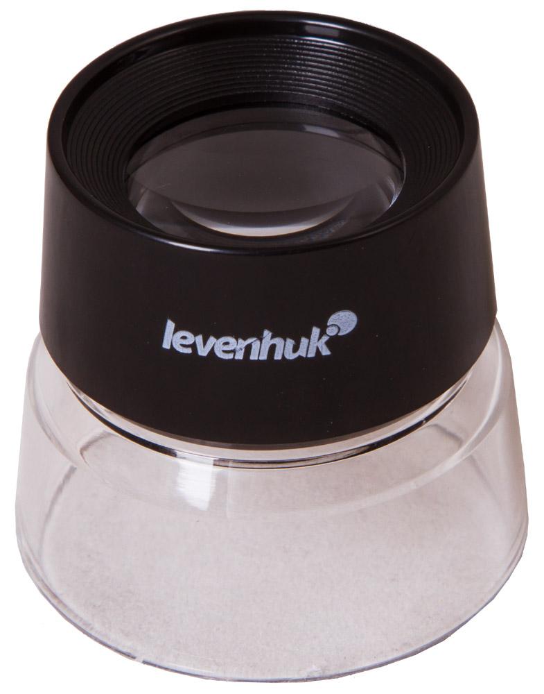Levenhuk Zeno Gem M1 лупа70434Лупа Levenhuk Zeno Gem M1 – простой увеличительный прибор для работы и повседневного использования. Она дает 10-кратное увеличение и позволяет изучать область диаметром до 25 мм. Лупу можно фиксировать на глазу или устанавливать над предметом наблюдений. Прозрачные стенки корпуса обеспечивают хорошее освещение рабочей области от внешних источников света.Корпус и линза Levenhuk Zeno Gem M1 изготовлены из пластика. Благодаря этому лупа имеет небольшой вес и хорошо выдерживает случайные падения с высоты. Такую лупу удобно брать с собой в магазин или аптеку, на работу или природу. Лупа отлично подойдет для изучения мелкого текста, просмотра деталей иллюстраций, изучения мелких дефектов на поверхностях предметов.Диаметр линзы: 25 мм Увеличение, крат: 10.