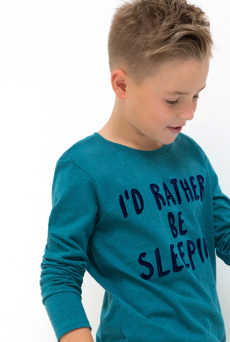 Лонгслив для мальчика Acoola Max, цвет: синий. 20110100105. Размер 15820110100105Лонгслив для мальчика Acoola выполнен из натурального хлопка. Модель с круглым вырезом горловины и длинными рукавами.
