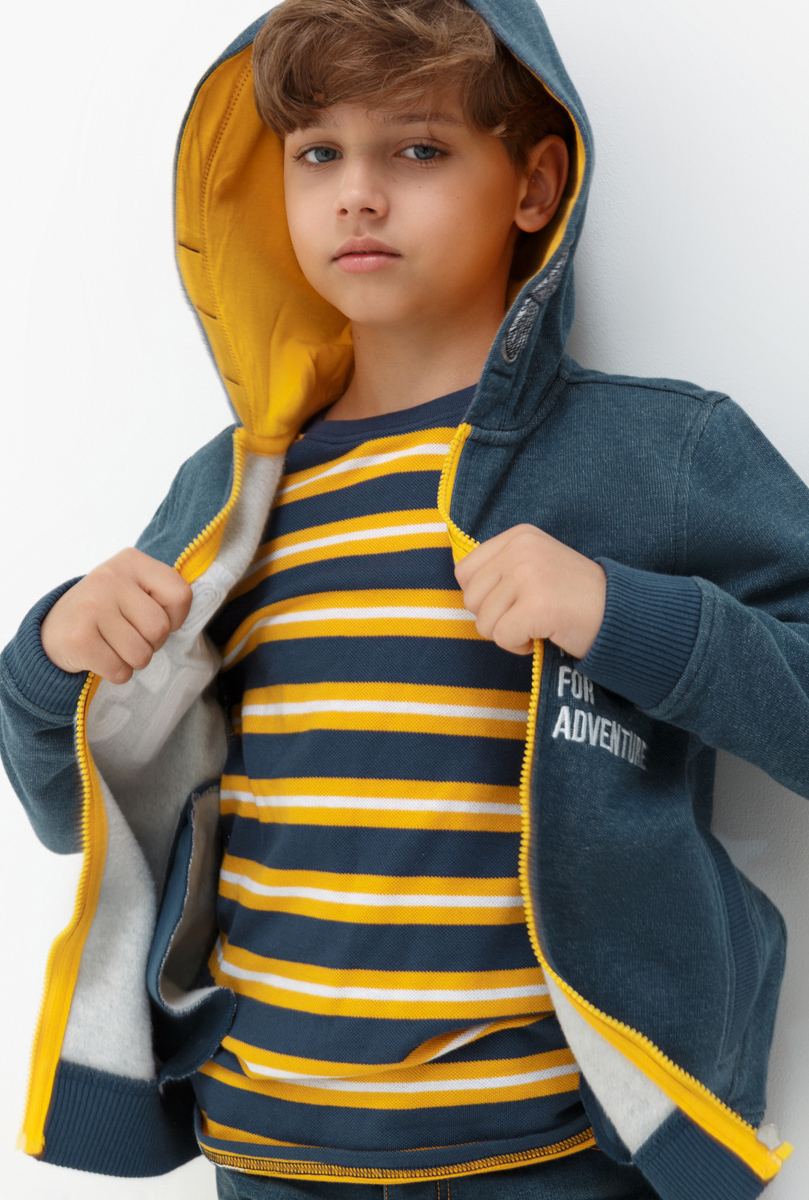 Толстовка для мальчика Acoola Papas, цвет: темно-синий. 20110130109. Размер 16420110130109Толстовка для мальчика Acoola выполнена из качественного материала. Модель с капюшоном и длинными рукавами застегивается на молнию.