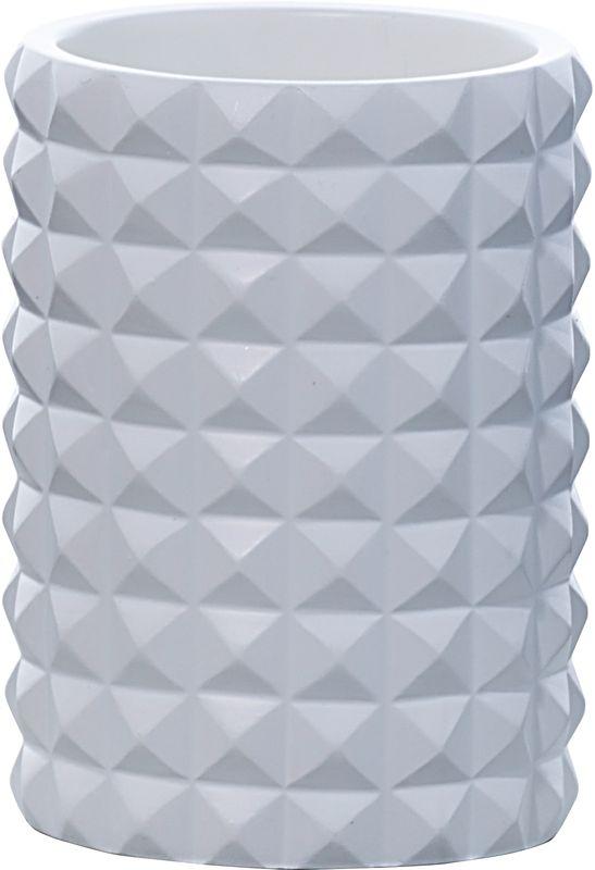 Стакан для ванной комнаты Axentia Vegas126774Стакан Axentia Vegas - незаменимый аксессуар для ванной комнаты. Он изготовлен из полирезина - безопасного современного и прочного полимерного материала, из которого производят прочные и долговечные изделия домашнего обихода. Изделие имеет оригинальный яркий дизайн, выполненный в форме бриллиантов. Подходит для размещения зубных паст, щеток, расчесок и прочих принадлежностей. Универсальный белый цвет в сочетании современной формой бриллиантов придают изделию особенную игру теней, блеска и шика. Размеры: 7 х 7 х 11,5 см