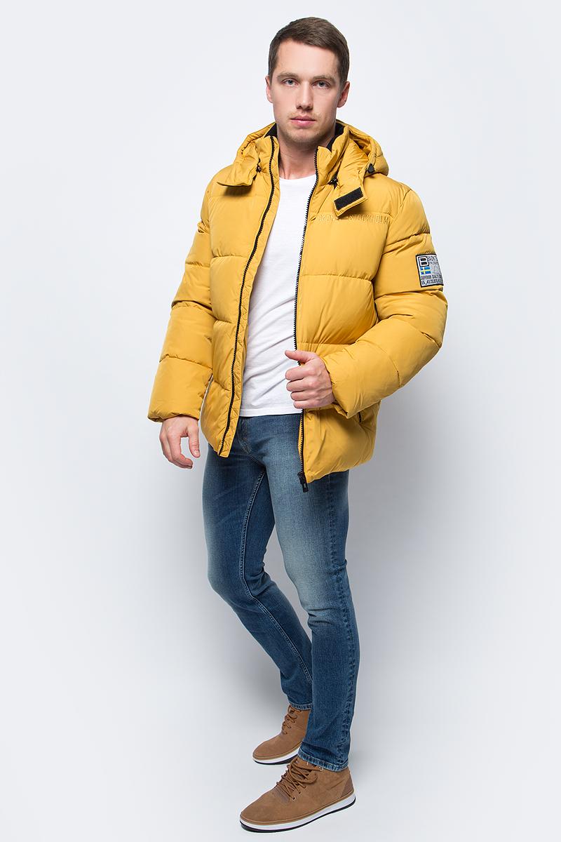 Пуховик мужской Baon, цвет: желтый. B507504_Aspen. Размер L (50)B507504_AspenСтильный мужской пуховик Baon согреет вас в холодное межсезонье. Модель выполнена из 100% полиэстера. Утеплитель из натурального пуха и пера не даст замерзнуть. Модель с воротником-стойкой и съемным капюшоном застегивается на пластиковую застежку-молнию. Капюшон пристегивается к пуховику с помощью застежки-молнии. Спереди пуховик дополнен двумя прорезными карманами с застежками-молниями. На груди изделие оформлено вышитой надписью, на рукаве - нашивкой.